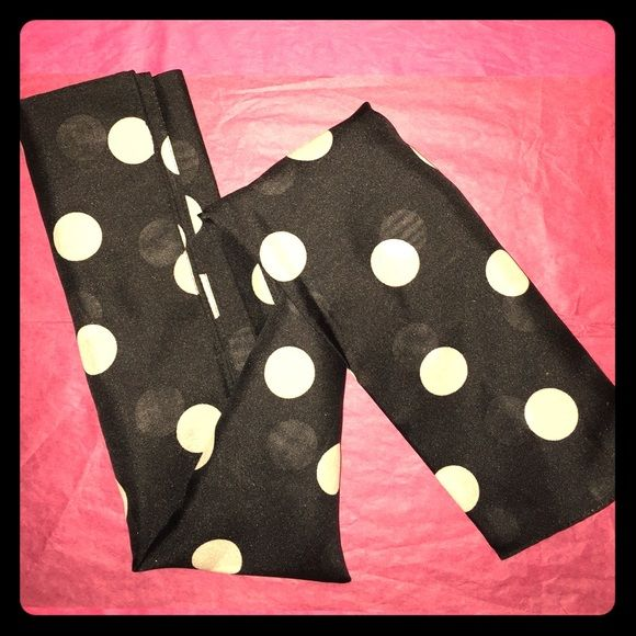 Lots of dots scarf Lots of dots scarf Avon Accessories Scarves & Wraps