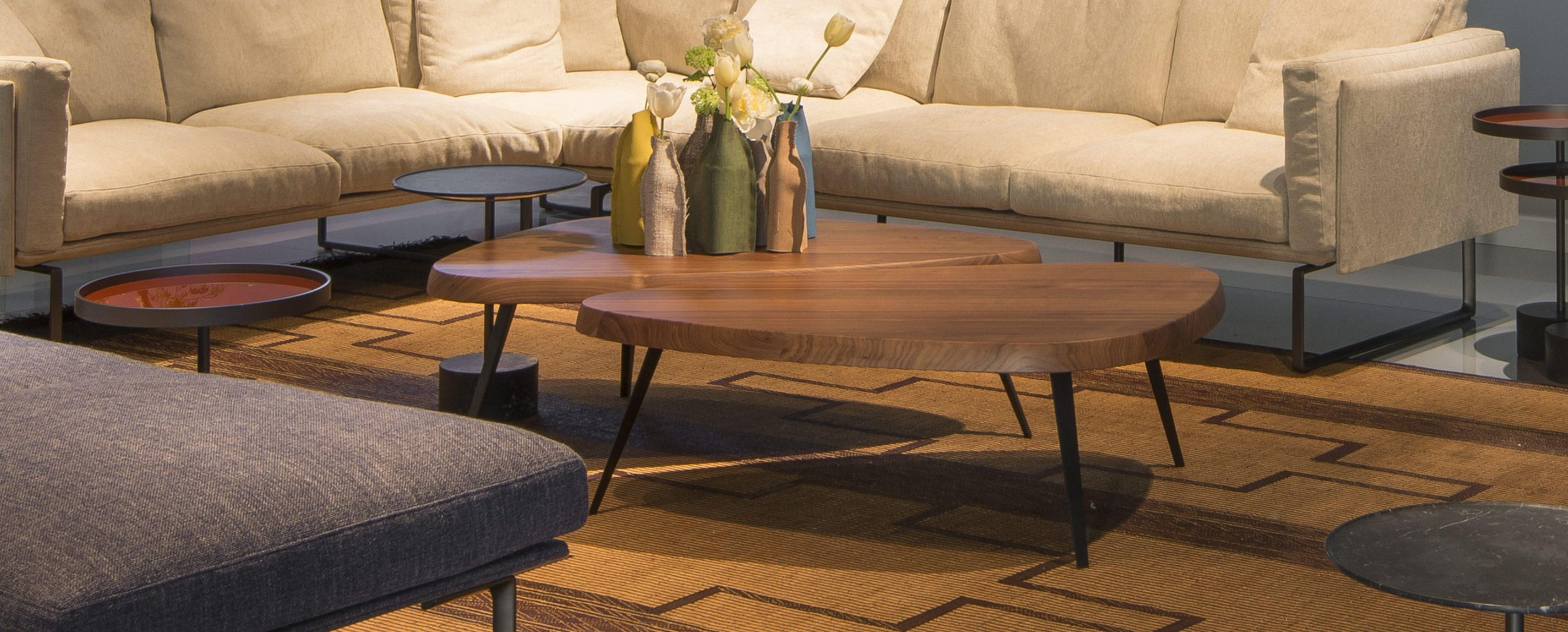 527 Mexique Charlotte Perriand Cassina Coffee Table Italian Furniture Design Low Tables [ 1032 x 2560 Pixel ]