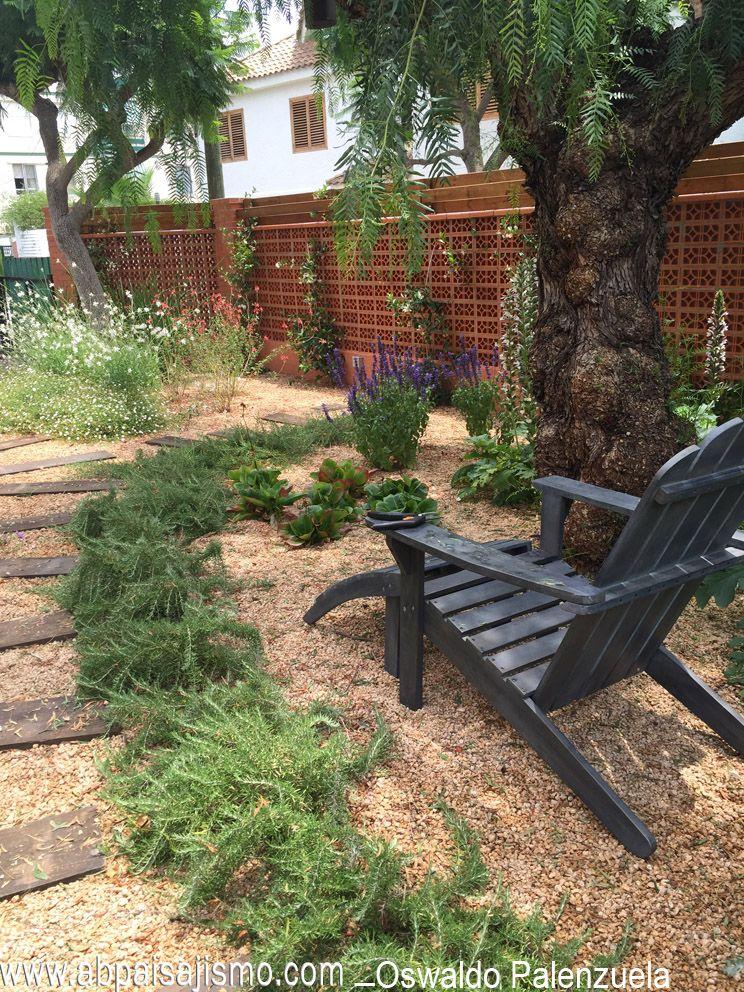 Romero prostratum en un jardin sostenible en benicassim castell n espa a dise o y direcci n - Hogar y jardin castellon ...