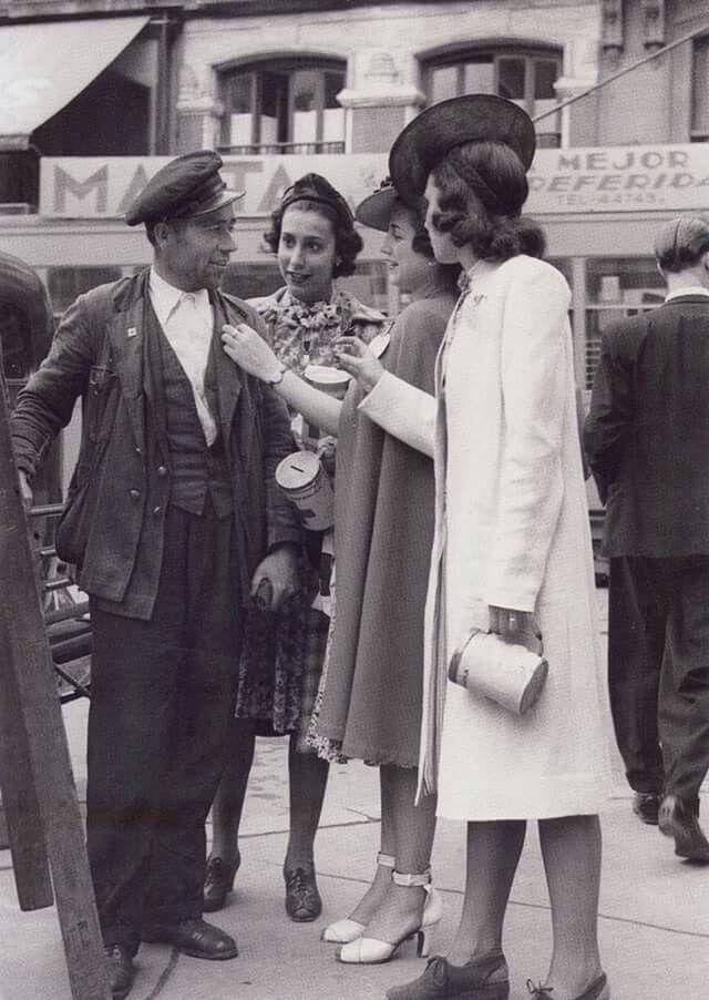 Enfermera postulando para la cruz Roja. Octubre 1936.