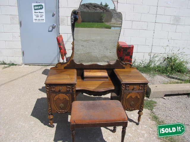 Furniture Feed on Dresser vanity, Furniture vintage and Dressing