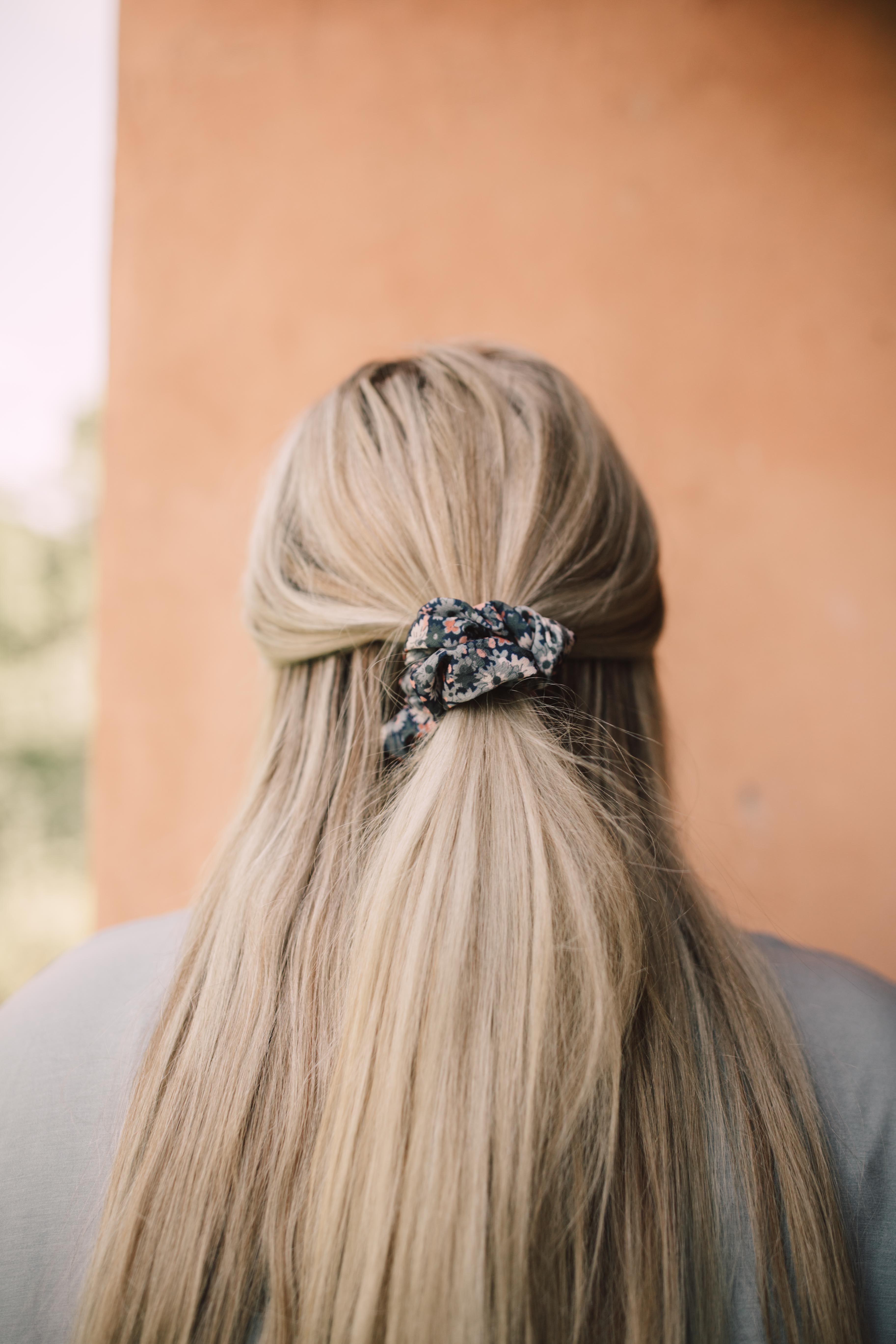 Set Scrunchie Fantasía Floral  – Peinados