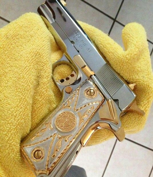 Colt 1911 Gold Detail on the Grips, Trigger, Trigger Release Push