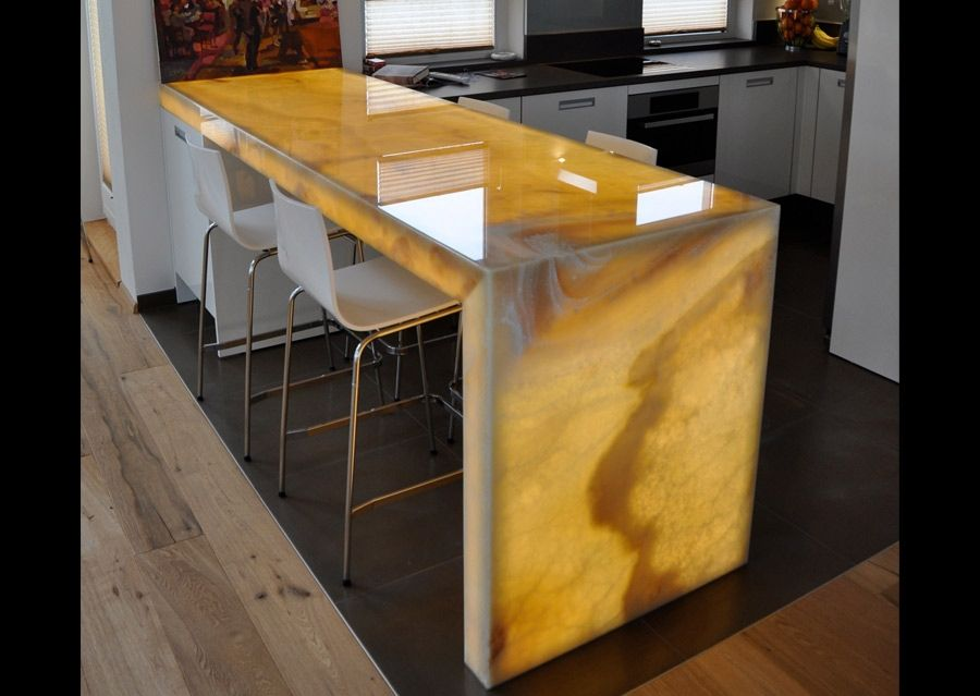 Steindesign Platte aus Onyx in der Küche  banyo tezgah