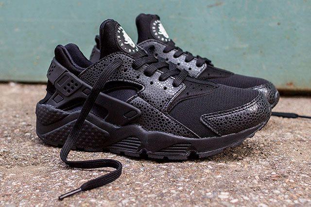 uk availability f795f 45aee NIKE AIR HUARACHE (BLACK SAFARI)   Sneaker Freaker