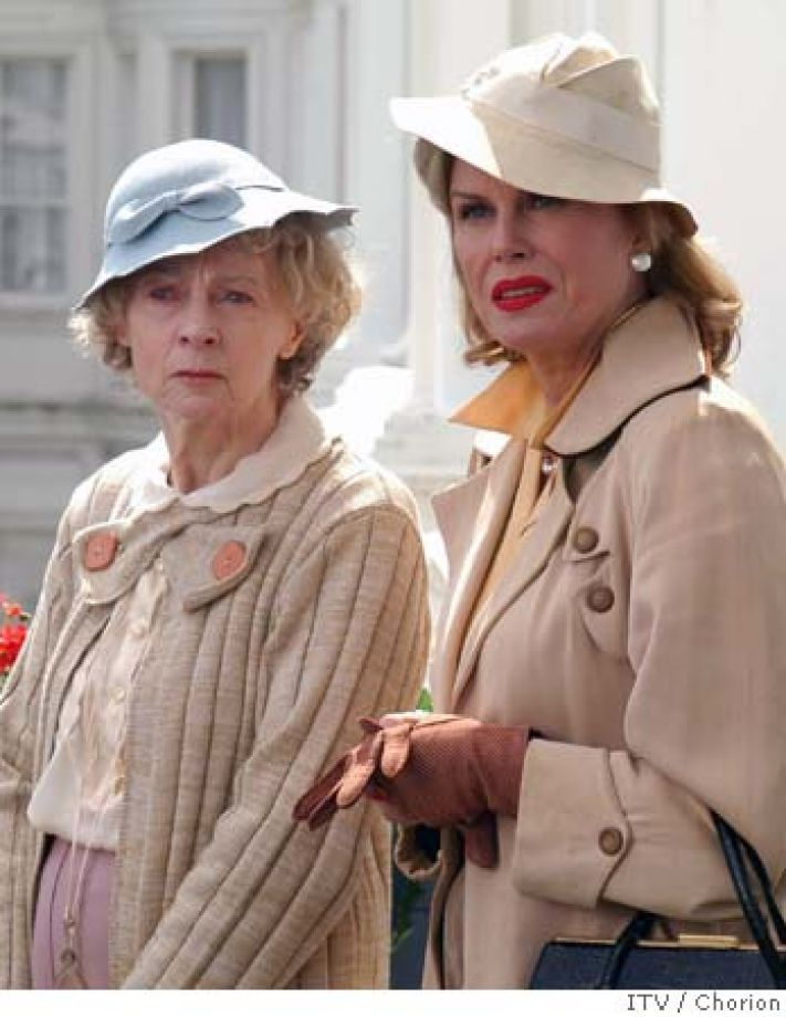 MARPLE15 (l to r) Geraldine Mcewan as Miss Marple and Joanna Lumley as Dolly Bantry. CREDIT: ITV Plc/CHORION