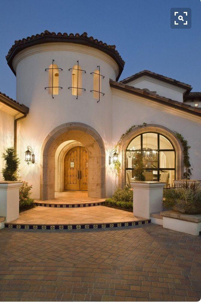 Color Half Pillar Spanish Style Homes Spanish House Spanish