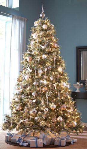 sparkly white/silver/snowy Christmas treeso pretty! Enfants