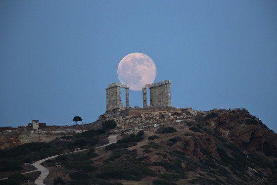 Así fue la 'luna de fresa', el deslumbrante fenómeno que se da casi 50 años