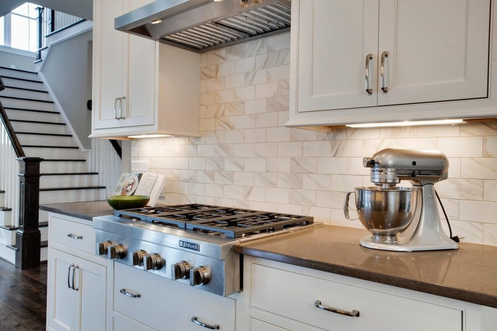 Shaker Kitchen Cabinets Pictures Ideas Tips From Hgtv: Marble Subway Tile Provide A Neutral Backsplash In The