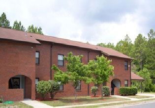 NSB Kings Bay – Trident Terrace Neighborhood: Features townhouse & apartment style home for E1-E9 service members.