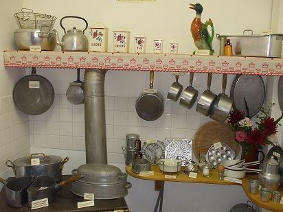 Le mus e des ustensiles de cuisine anciens ustensiles de - Ustensiles de cuisine en cuivre ...