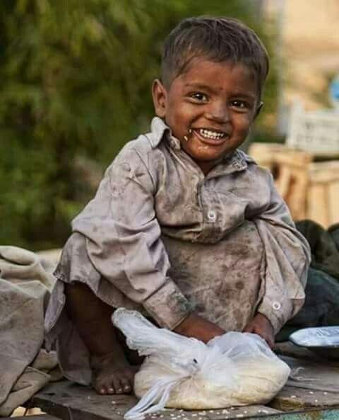اقبح اصوات الموسيقى هو صوت ملاعق الاغنياء فى صحونهم عندما ترن فى اذان الفقراء Poverty Children Beautiful Children Kids Around The World