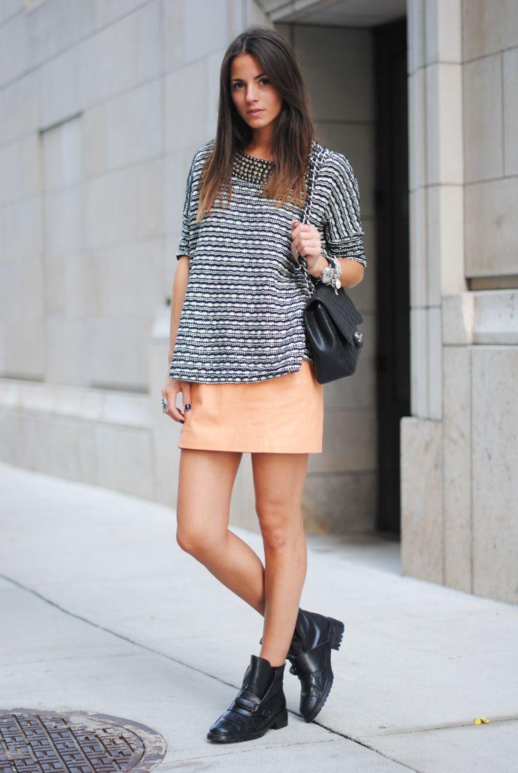 Skirt/Falda: H, Boots/Botas: Zara, Bag/Bolso: Chanel, Sweater/Jersey: Zara, Sunglasses/Gafas: Emporio Armani,Bracelets/Pulseras:Stephen Einhorn, Tiffany & Co, Aristocrazy
