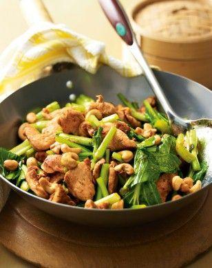 Chilihähnchen mit Cashewkernen Rezept: Hähnchenbrustfilet,Chilisoße,Sum,Ingwer,Cashewkerne,Öl,Pfeffer,Koriander