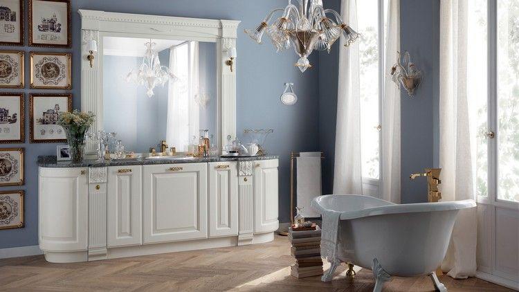 Retro-Badezimmer-Dekor und Vintage-Möbel, um ein charmantes