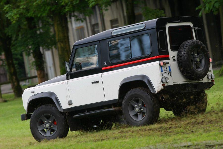 Land Rover Defender Aznom / Defender by Aznom #LandRover #Defender #AznomDesign #Automotive #Car