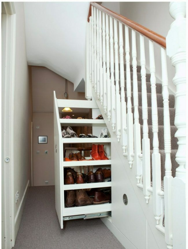 stauraum unter der treppe ausziehbar schrank schuhe flur. Black Bedroom Furniture Sets. Home Design Ideas
