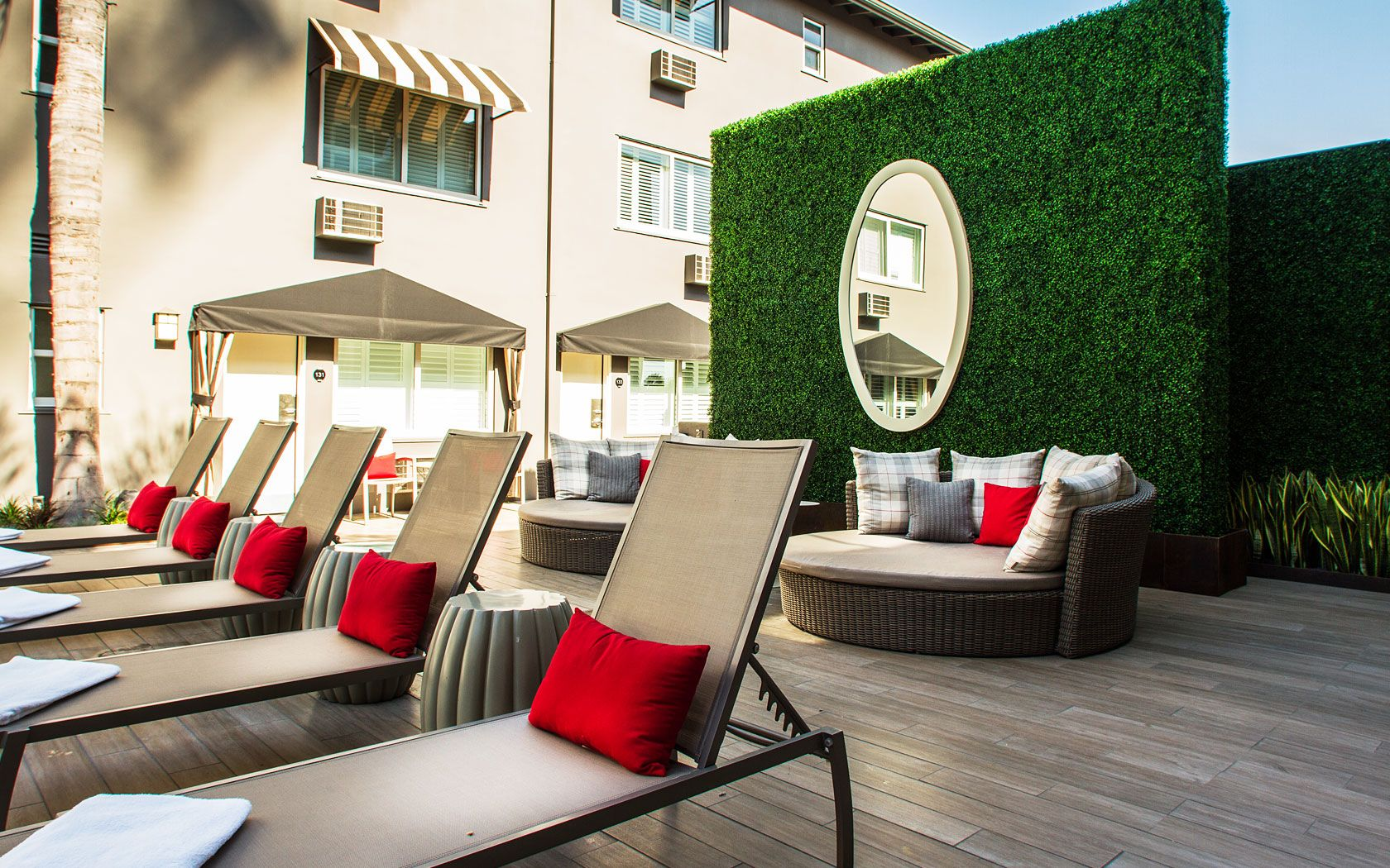 Stay At The Chic West Hollywood Hotel Located On Heart Of Sunset Strip And Boasting Largest Pool Boulevard