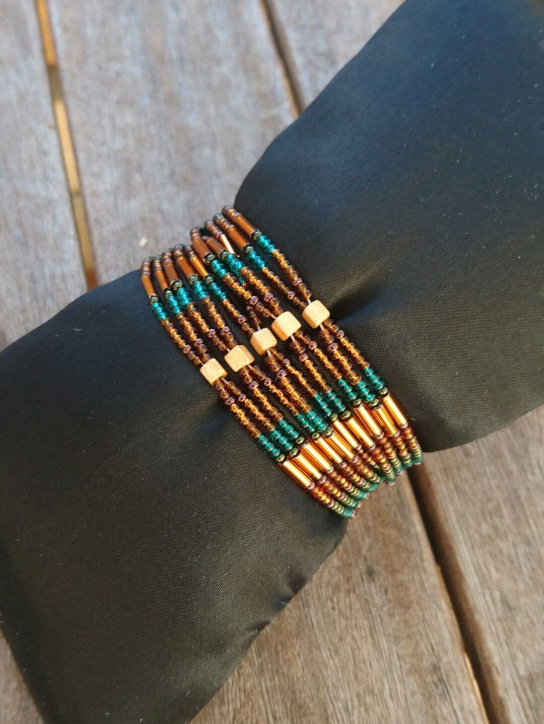 Bracelet manchette perles de rocailles : Bracelet par titzi29-creation