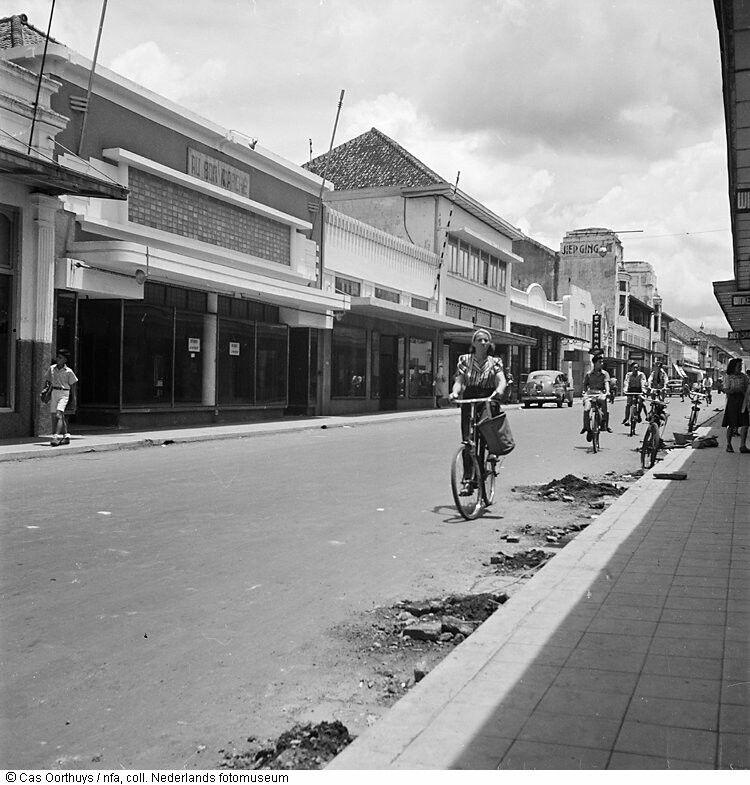 Jarrdin Cihampelas Bandung City West Java: Bragaweg Te Bandung, West Java (1947)