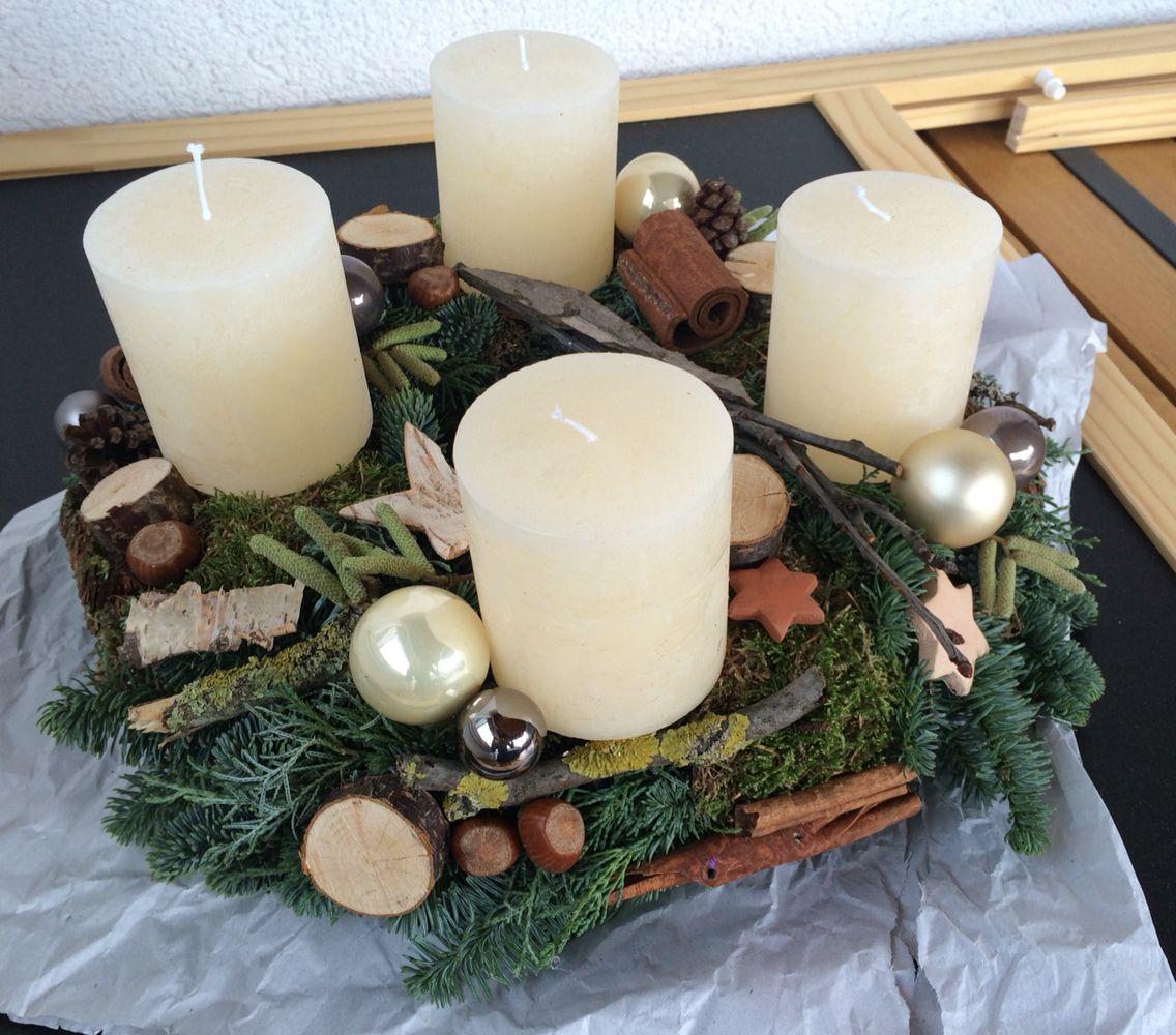 Adventskranz, Natur, Holz, Beige, Ton, Zimtstange, Champagner, Kugeln, grau, gold, Haselnuss, weiß, Rinde, birke, stern,