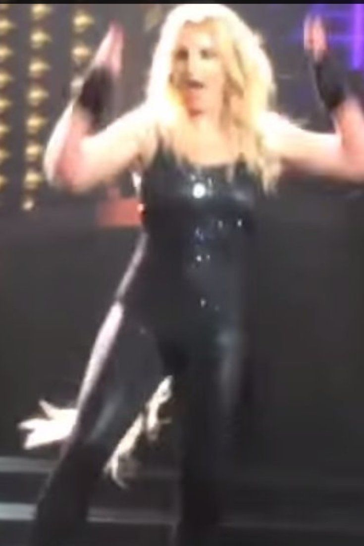 Britney Spears Hair Extensions Fall Out Mid Performance