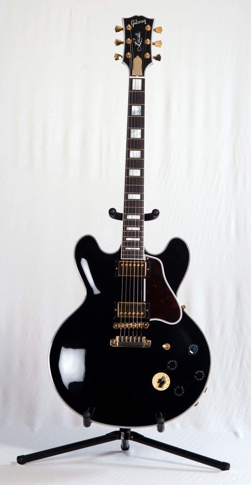 b b king s modified gibson es 355 semi hollow d lucille b b king s modified gibson semi hollow d lucille modifications include maple neck and no f holes removed to reduce feedback bb king guitars