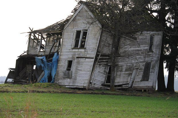 The Old Heesacker Place A Look Into A Leaning Local Landmark Abandoned Buildings Places Oregon Living