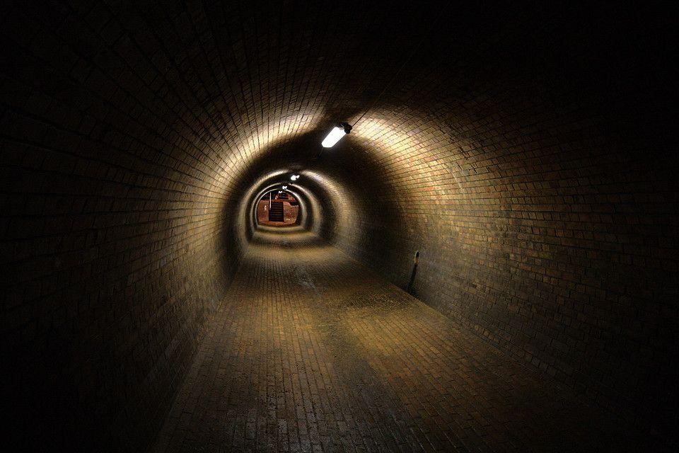 Geocache - Ein willkürlicher Tunnel, der nichts direkt mit dem Artikel zu tun hat