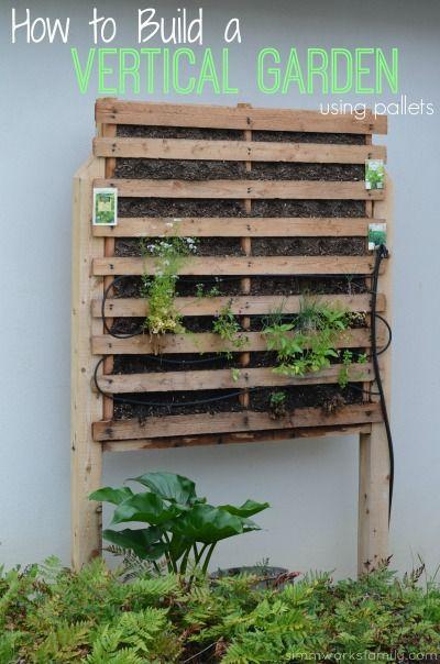 how to build a vertical garden using pallets astuces au jardin pinterest jardins. Black Bedroom Furniture Sets. Home Design Ideas