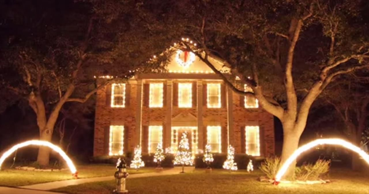 One House Gives EPIC Christmas Light Show - Movies & One House Gives EPIC Christmas Light Show - Movies | Christmas ... azcodes.com