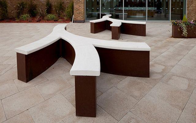 Ejemplo de lugar para sentarse mobiliario urbano de acero for Ejemplos de mobiliario urbano