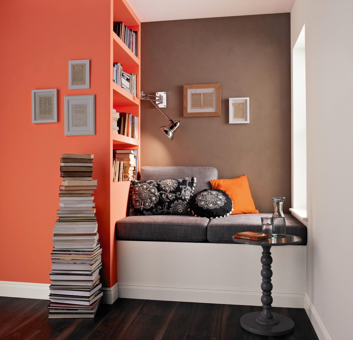 16 Enticing Wall Decorating Ideas For Your Living Room: Maximize Space In Your Home, Apply The Right Colours And