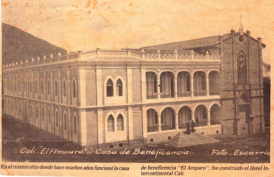 Diego Carrejo Murillo, FASC,  Les comparto otra imagen del Colegio El Amparo publicada en el periódico hace varios años...