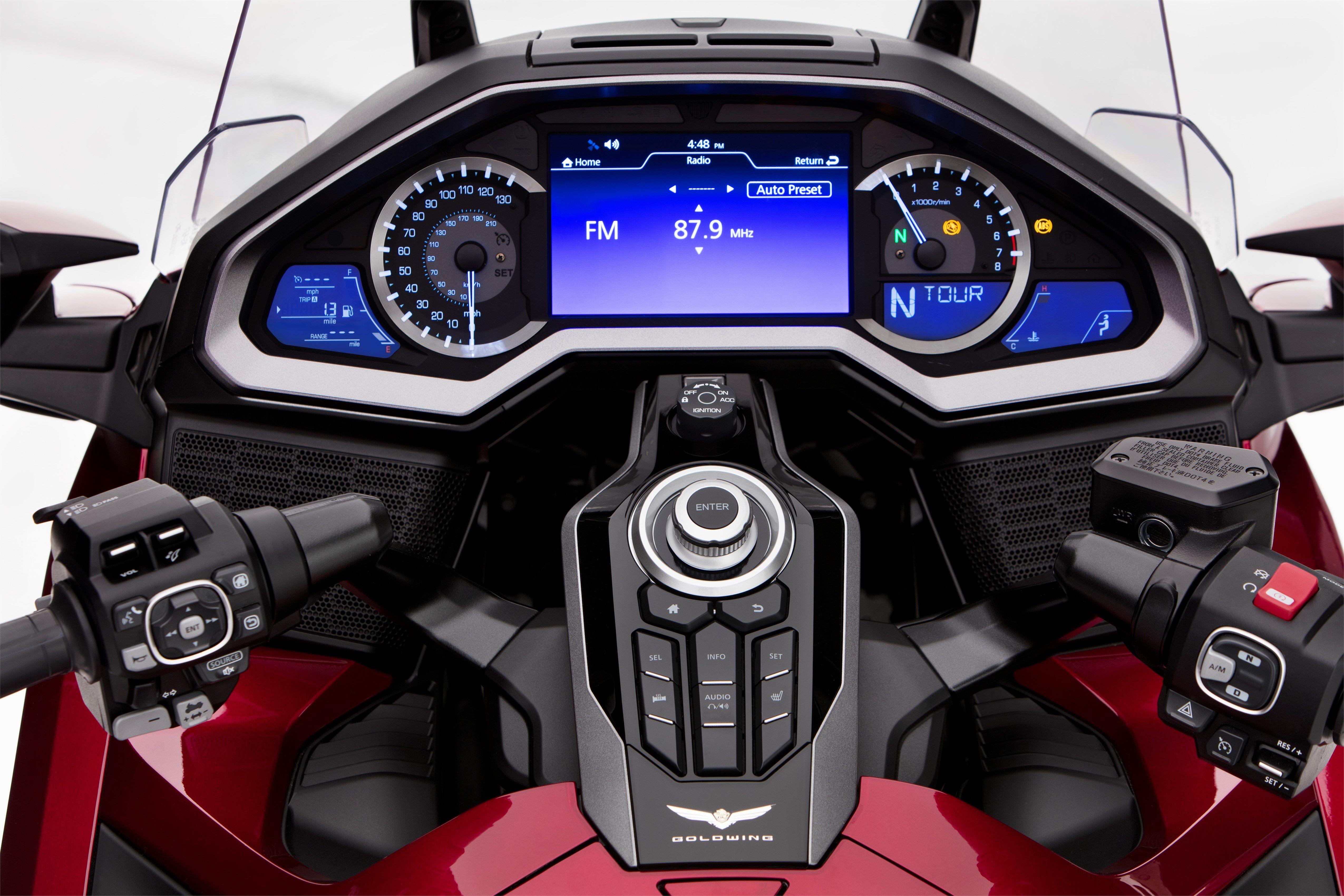 Nouvelle Honda Gold Wing 2018 : la reine change tout ! - Moto ...