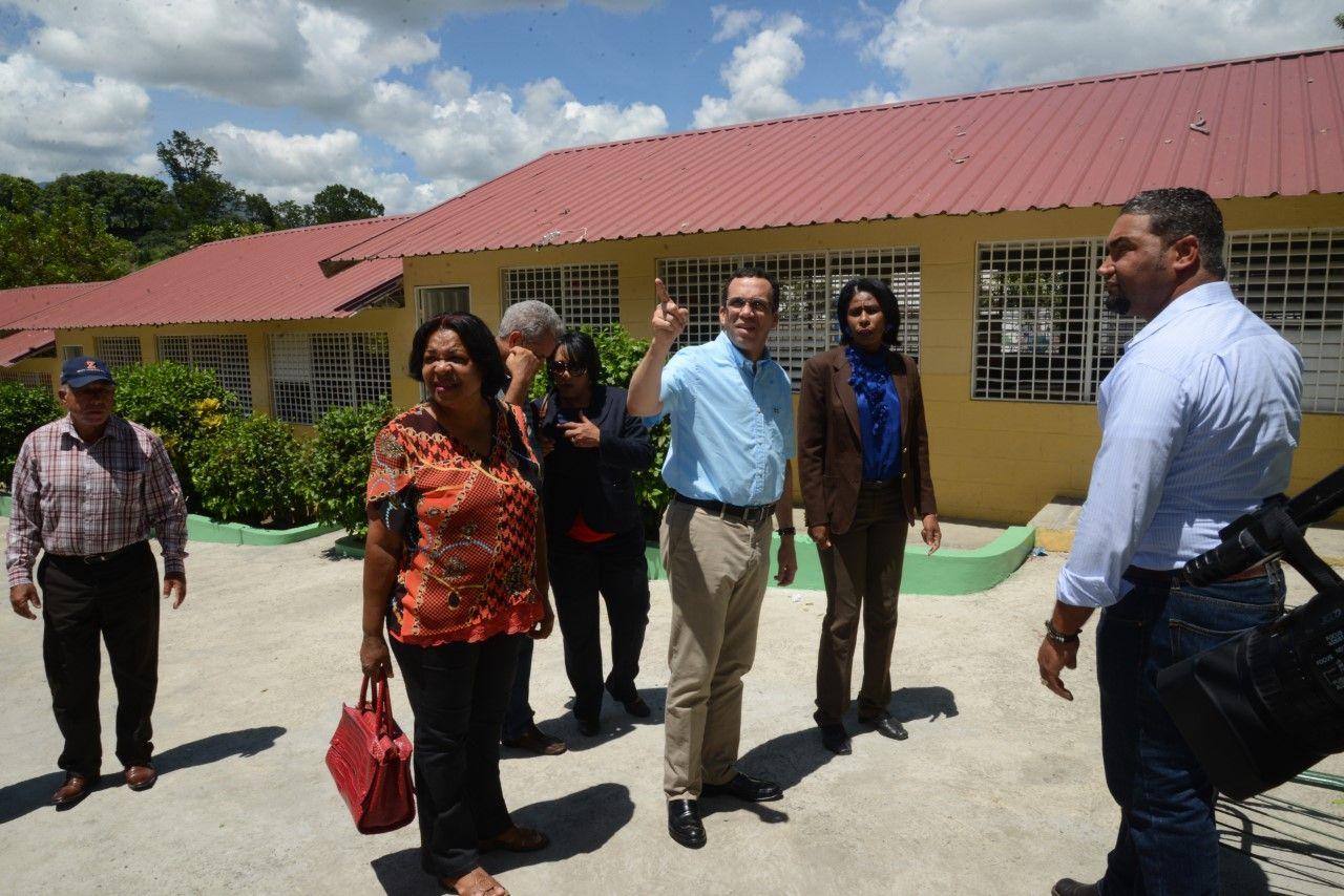 """Ministro de Educación afirma trabajará con """"lupa"""" para mejorar escuelas"""