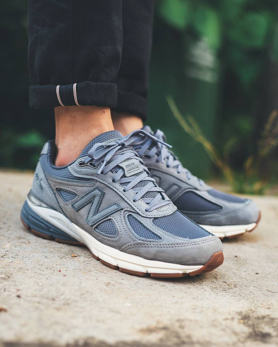 uk availability a3b9f de6c0 New Balance M990v4