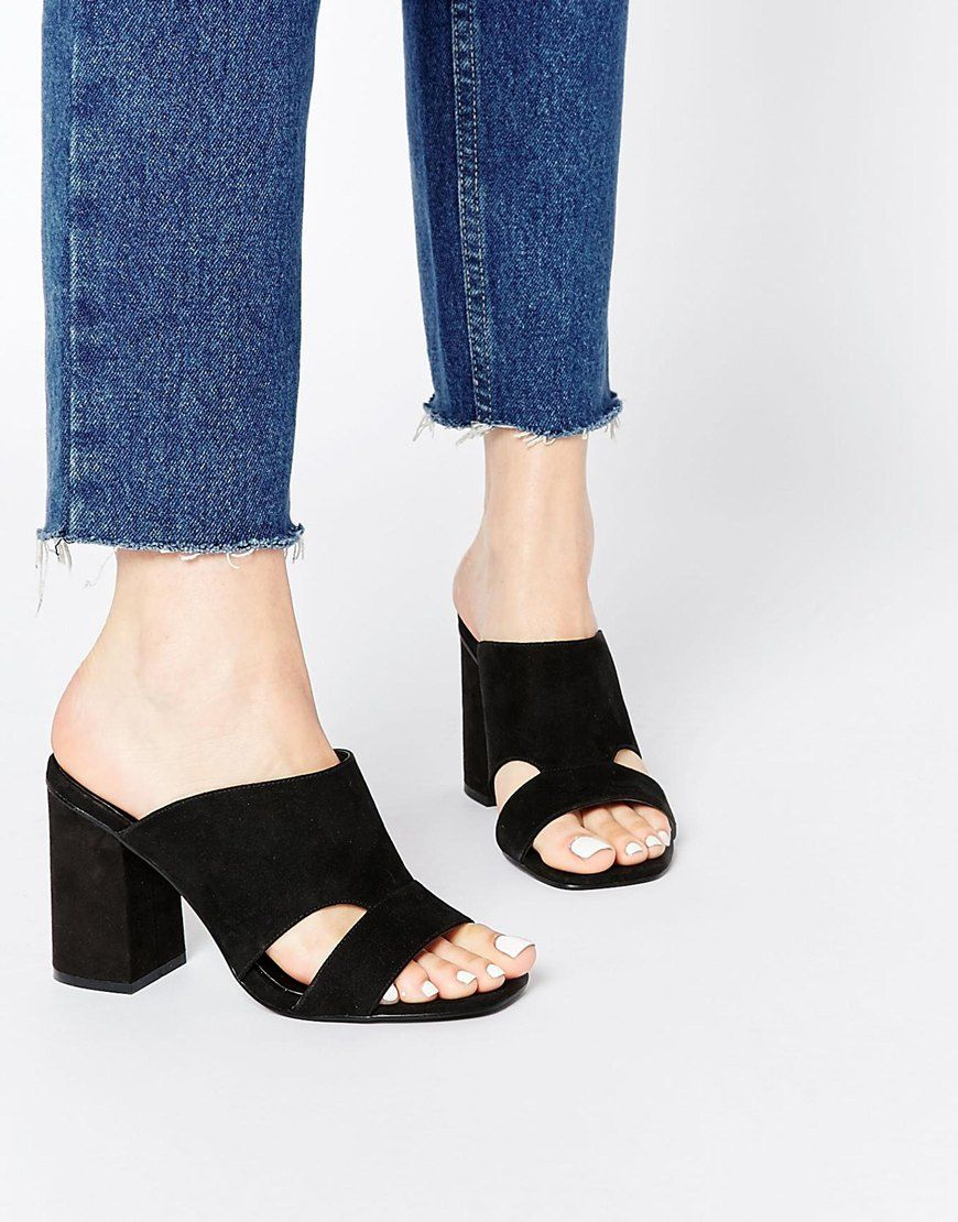 I love the cut out on these slip on sandals : http://asos.do/YrEVZg