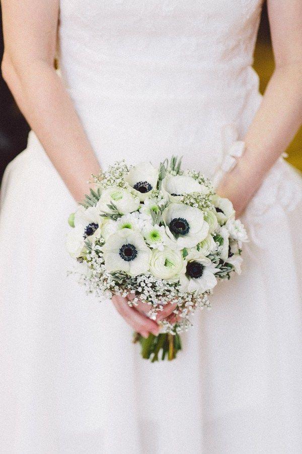 Winterliche Blumendekoration in Wei und Grau  Verlobung