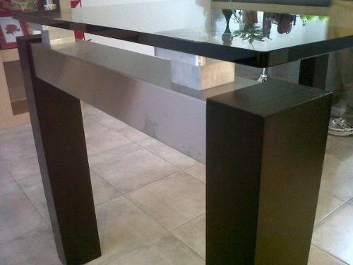 Mesa de comedor de vidrio con patas de madera mesas for Mesas de comedor de vidrio