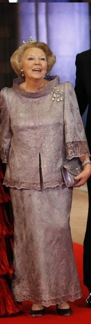 De Koninklijke Couturier: The Royal Thumbs Up: Koningin Beatrix Pre-Abdication Dinner!