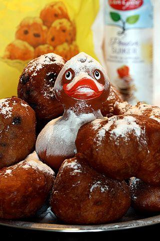 Oliebollenbadeend Dutch food for New Yearseve oliebol badeend