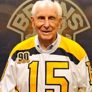 Milt Schmidt A Hockey Hall Of Famer Who Played For The Boston Bruins Has Died At The Age Of 98 Hockey Boston Bruins Hockey Boston Bruins Nhl Boston Bruins