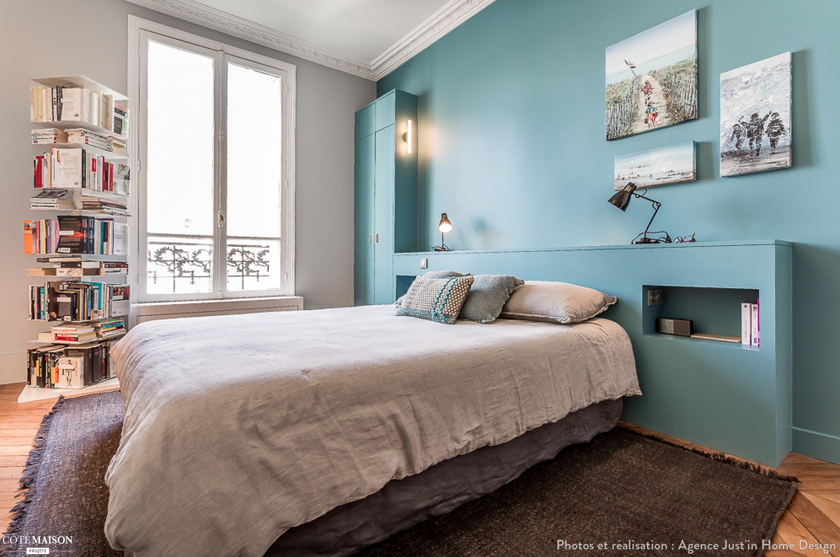 chambre cocooning avec t te de lit sur mesure et peinture murale bleu glacier chambre. Black Bedroom Furniture Sets. Home Design Ideas