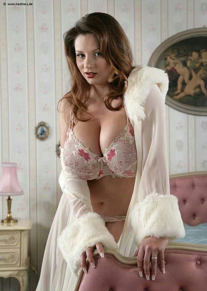 b449358d30ab9 Nadine Jansen in a very pretty bra!