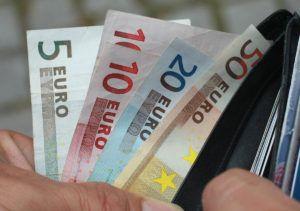 Dinero en su billetera http://oro999.es/el-porque-el-dinero-en-su-billetera-no-es-seguro/