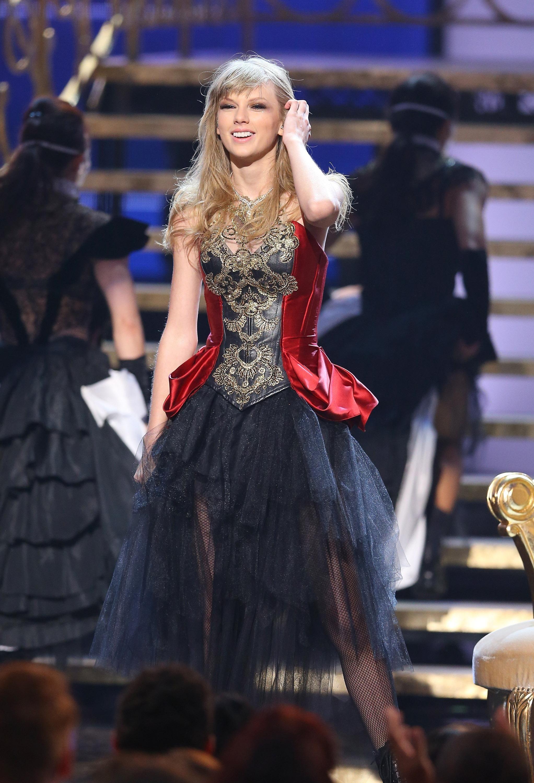 I knew you were trouble AMA awards 2012.