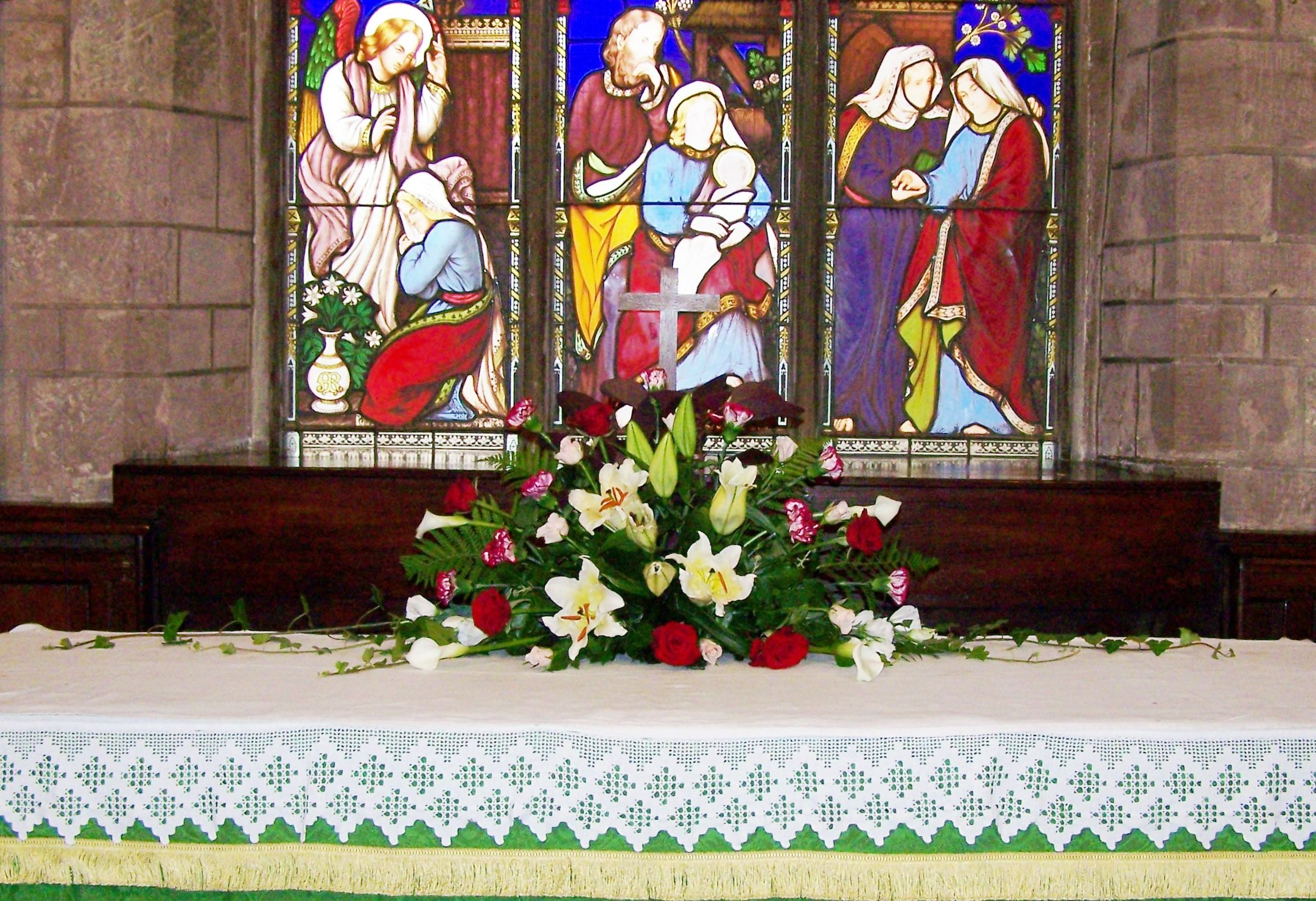 St Giles, Ludford, wedding in August 2012 - arrangement on the altar.