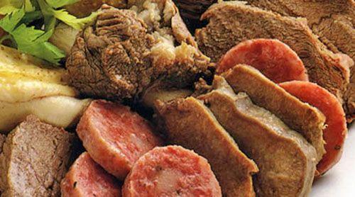 piatti tipici cucina piemontesi bollito misto con salsa verde